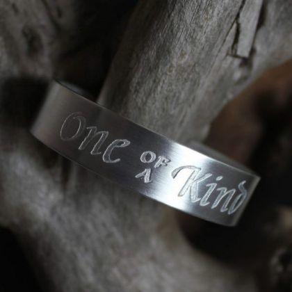 http://www.kalligrafi.com/px/slider-smycken-09.jpg